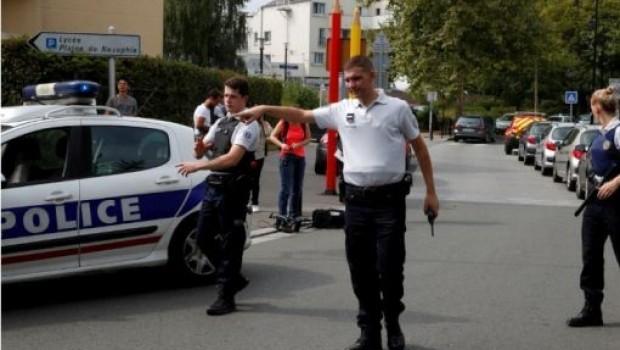 Paris'te Bıçaklı Saldırı: 2 Ölü, 1 Yaralı