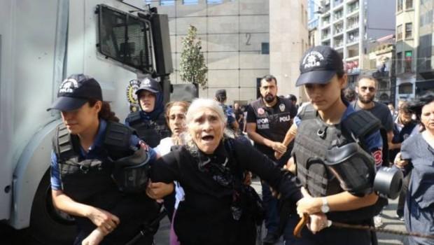 Polis Cumartesi Anneleri'ne müdahale etti... Çok sayıda gözaltı var!