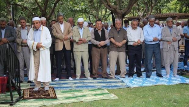 Sivil cuma namazı kıldıran imama hapis cezası