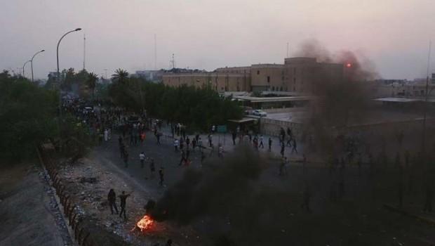Basra'da gösteriler sürüyor... Bilanço artıyor!