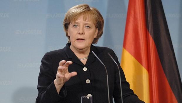 Merkel'den Türkiye'ye eleştiri