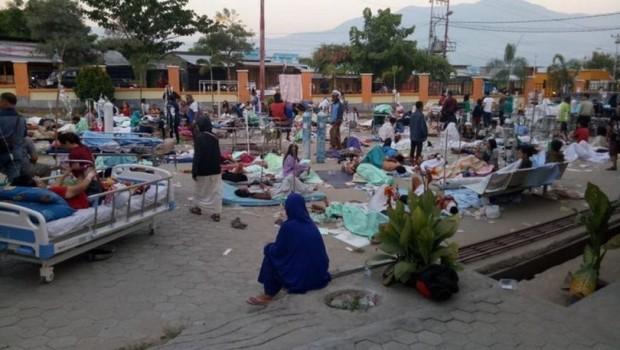 Endonezya'yı önce deprem sonra tsunami vurdu: 48 ölü