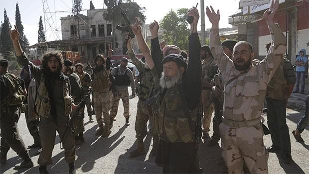 İdlib'de cihatçı örgütler arasında şiddetli çatışma