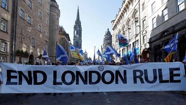İskoçlar bağımsızlık yürüyüşü başlattı