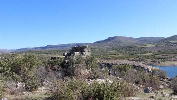 Kürt ilinde bulunan gözetleme kulesinde Herkül'ün sopasının kabartması bulundu