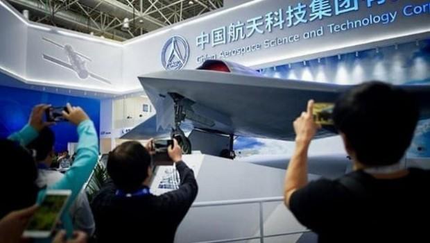 Çin 'Uçan Kalaşnikof'u tanıttı