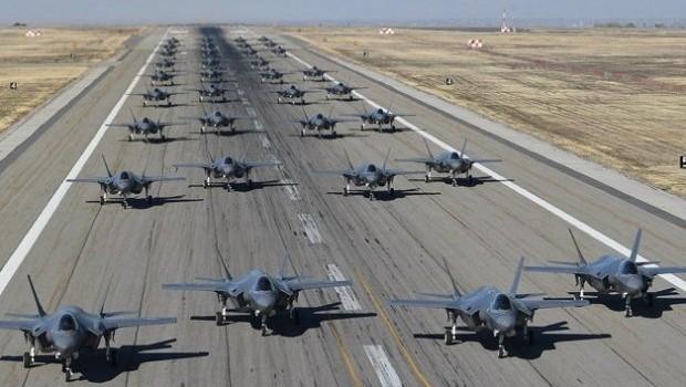 F-35'lerin fil yürüyüşü! Dünyaya gözdağı