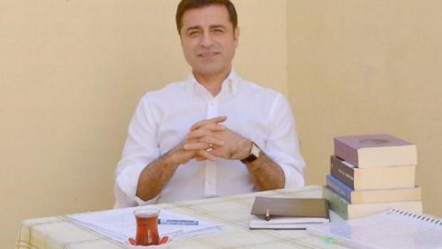 Demirtaş'ın 'Kürtçe öğrenelim' sözü tartışma yarattı