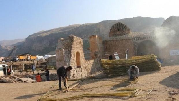 Danıştay'ın iptal kararına rağmen Hasankeyf'te taşıma devam ediyor