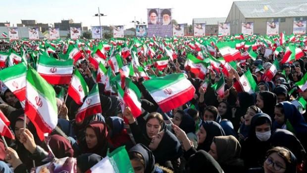 Times: İran'da ABD ambargolarıyla birlikte iktidar mücadelesi başladı