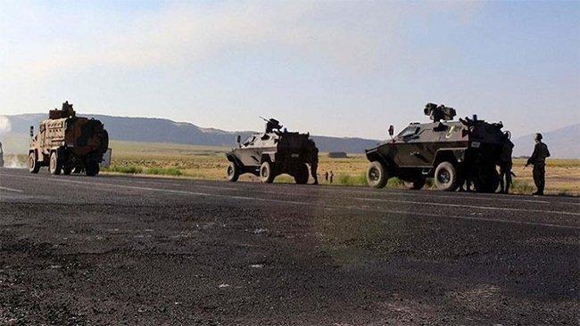 Hakkari'de askeri araç şarampole yuvarlandı