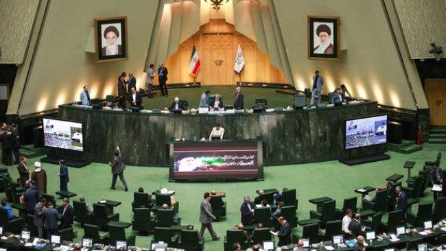 İran'da meclisin yarısı rejim yıkılsın istiyor!