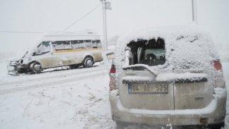 Ağrı'da kaza: 23 yaralı