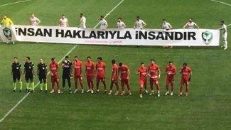 Amedspor'dan maç öncesi 'insan hakları' pankartı