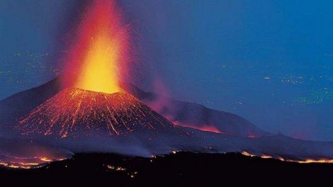 Etna Yanardağı yeniden faaliyete geçti: 130 deprem meydana geldi
