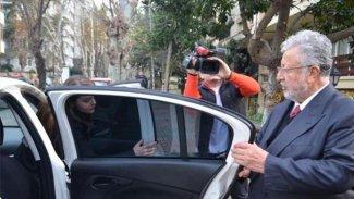 Metin Akpınar ve Müjdat Gezen polis eşliğinde adliyeye götürüldüler