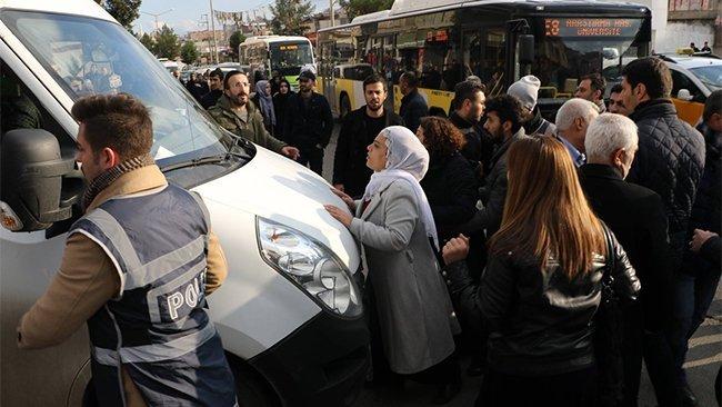 Diyarbakır'da HDP'li vekillere polis müdahalesi