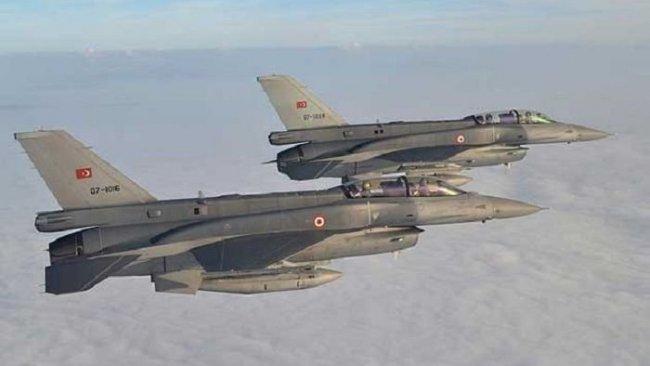 Türk jetleri İdlib'in kuzeyinde alçak irtifada uçuş yaptı
