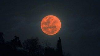 Kanlı ay tutulması başladı