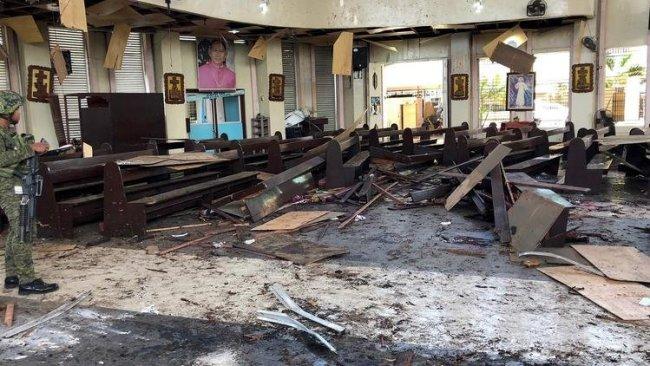 Filipinler'de kiliseye saldırı: 27 ölü