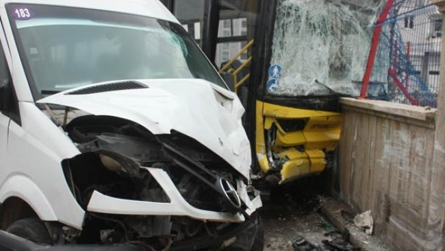 Diyarbakır'da otobüs ile minibüs çarpıştı! Çok sayıda yaralı