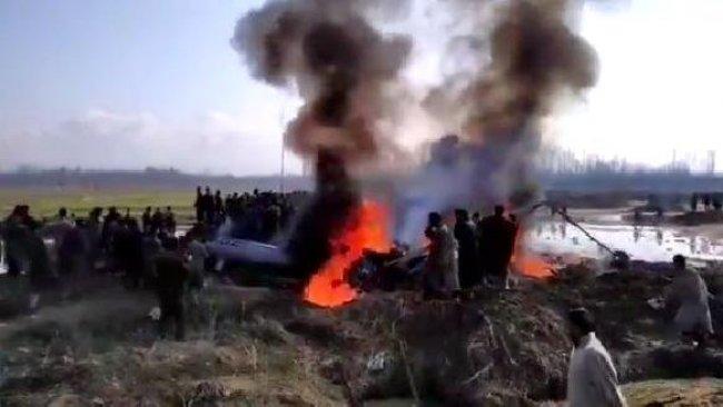 Keşmir'de tansiyon yükseliyor... Savaş uçakları düşürüldü