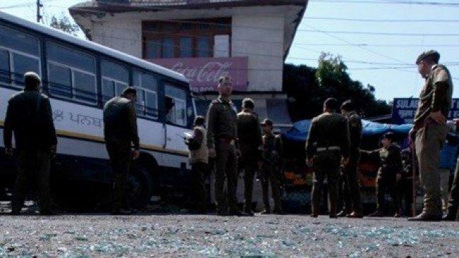 Keşmir'de bombalı saldırı: Çok sayıda yaralı var