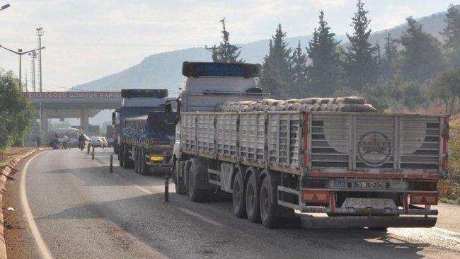 Menbiç'e çimento sevkiyatı PKK gerekçesiyle engellendi