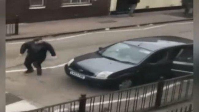 Bir cami saldırısı da İngiltere'de: Sopa ve çekiçlerle saldırdılar