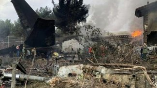 İran'da 50 kişinin bulunduğu uçak alev aldı