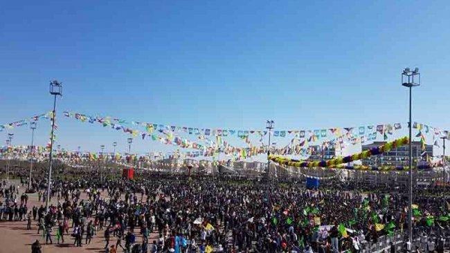 Diyarbakır'da halk Newroz alanına akıyor