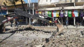 Kayyum HDP'nin miting yapacağı caddeyi kazdı