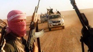 IŞİD, Suriye'de çölden saldırdı