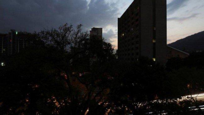 Venezuela yeniden karanlığa gömüldü!