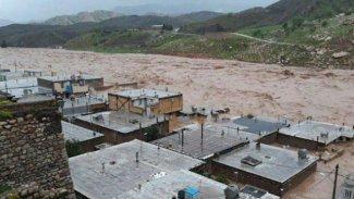 Doğu Kürdistan'da iki şehir sular altında kaldı