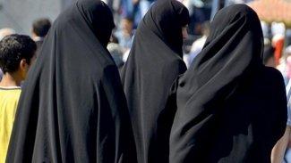 Almanya ilk IŞİD'li aileyi Suriye'den getirdi