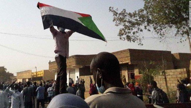 Sudan'da 30 yıllık diktatörlük bitti: Beşir istifa etti