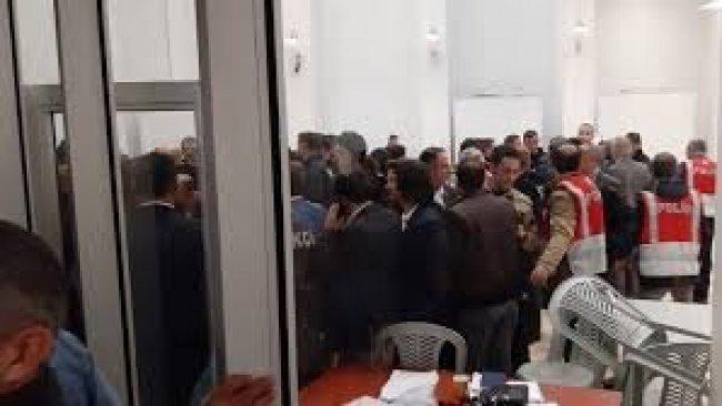 AK Parti ve MHP'liler Maltepe İlçe Seçim Kurulu'nda oy sayımını engelledi
