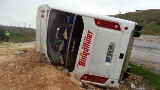Diyarbakır'da otobüs devrildi: 10 yaralı