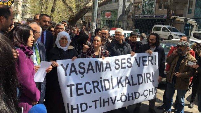 Bakanlık önünde avukatlara polis saldırısı