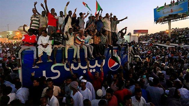 Sudan'da protestoculardan kritik karar: Diyaloğu kestiler