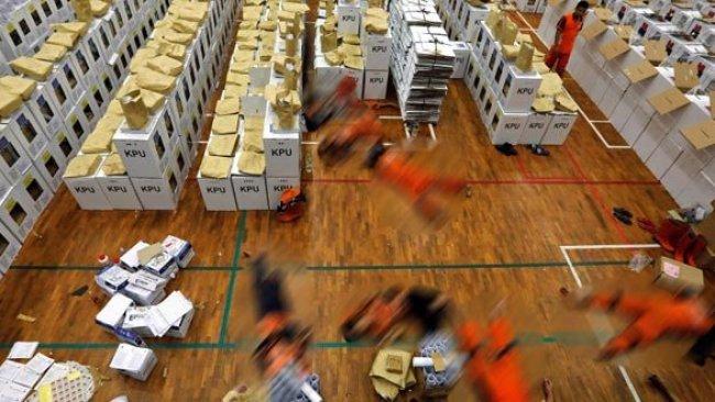 Seçimlerde 90 sandık görevlisi öldü