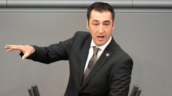 Cem Özdemir: Kürtler satılık değil