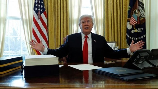 Trump Çin'e 'rest' çekti