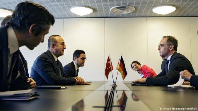 Alman Dışişleri Bakanı, Çavuşoğlu ile seçim iptalini görüştü