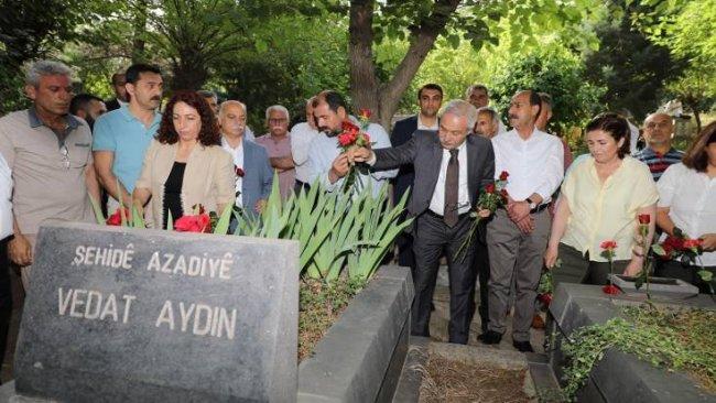 Kürt siyasetçi Vedat Aydın mezarı başında anıldı