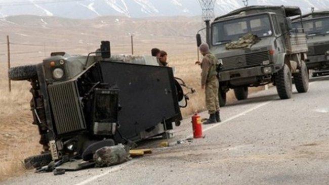 Hakkari'de askeri araç devrildi: 1 asker hayatını kaybetti