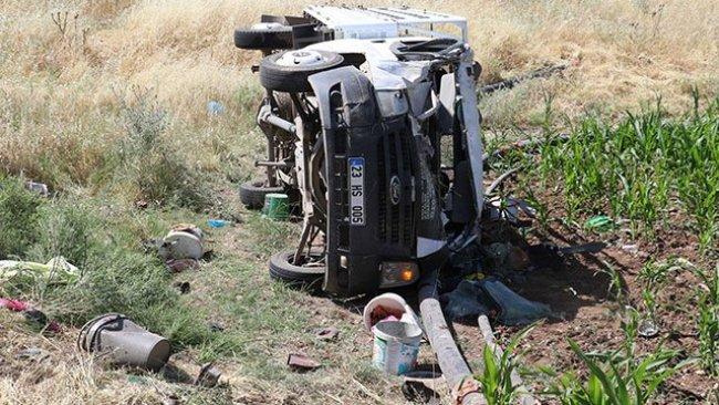 Diyarbakır'da işçileri taşıyan kamyonet devrildi: 35 yaralı