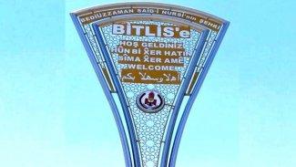 AK Parti'li Bitlis Belediyesi, kaldırdığı Kürtçe tabelaları yeniden astı