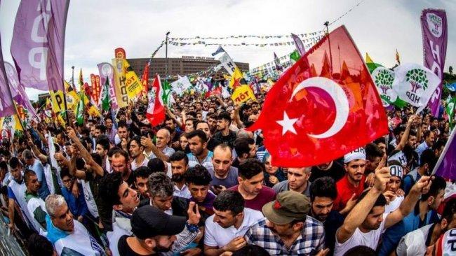 Türk 'soluyla' ayrılış